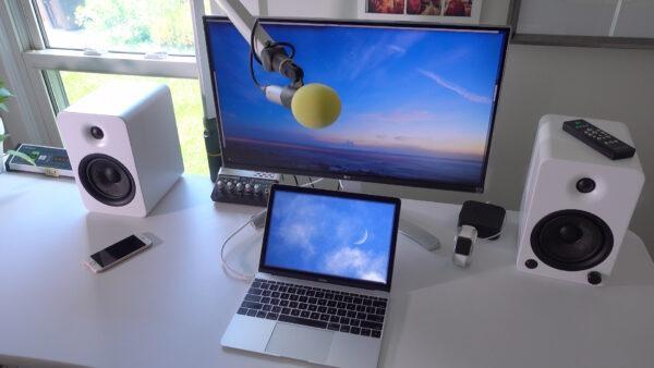 Ноутбук и монитор