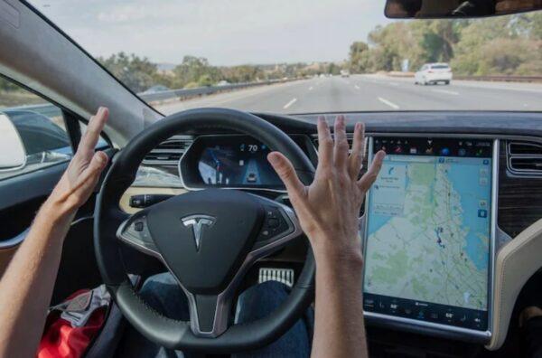 Функция автопилота Tesla