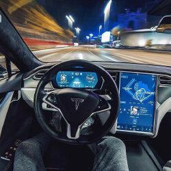 Появилась возможность оформить подписку на автопилот от Tesla